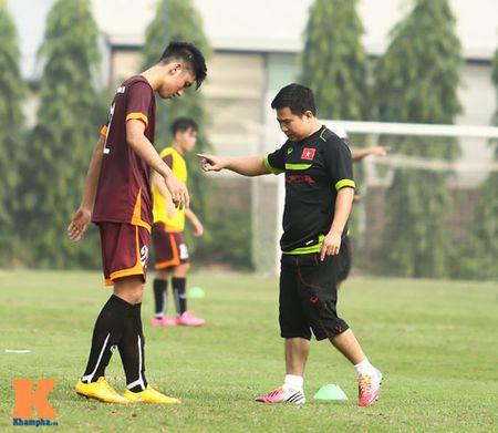 """U23 Viet Nam: Cong Phuong """"toa sang"""" buoi tap dau - Anh 12"""
