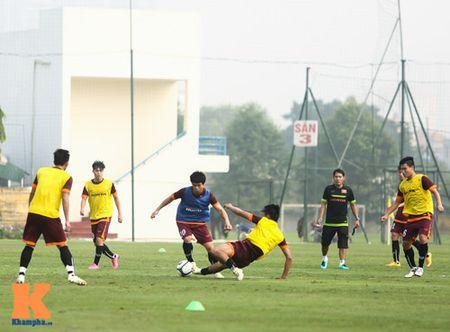 """U23 Viet Nam: Cong Phuong """"toa sang"""" buoi tap dau - Anh 14"""