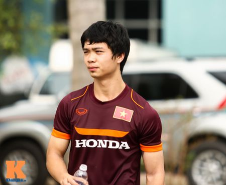 """U23 Viet Nam: Cong Phuong """"toa sang"""" buoi tap dau - Anh 1"""