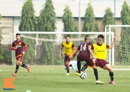 """U23 Viet Nam: Cong Phuong """"toa sang"""" buoi tap dau - Anh 8"""