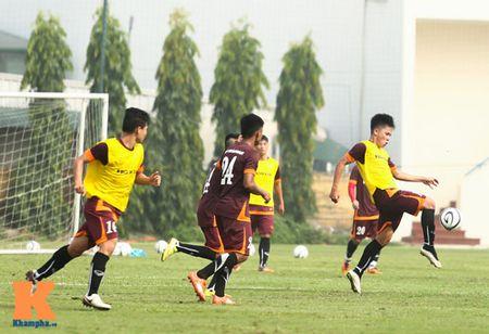 """U23 Viet Nam: Cong Phuong """"toa sang"""" buoi tap dau - Anh 9"""
