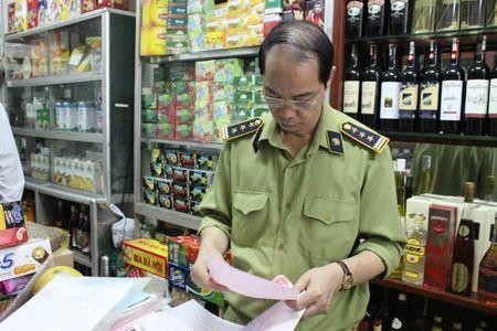Phat hien 3 tan nguyen lieu, phu gia thuc pham khong ro nguon goc - Anh 3
