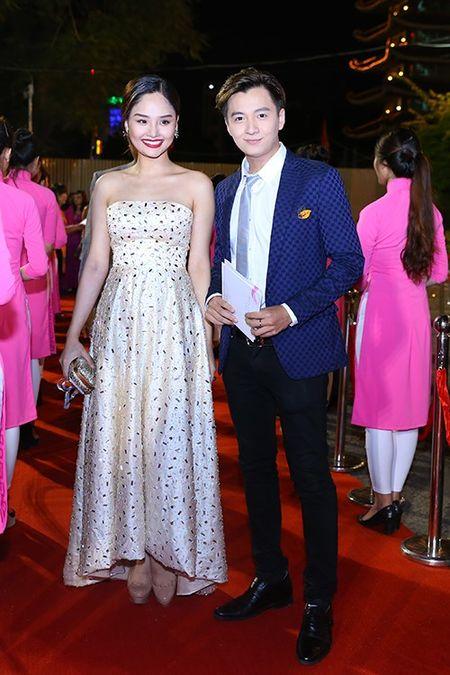 My nhan Viet khoe nhan sac tren tham do lien hoan phim - Anh 10