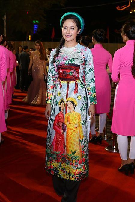 My nhan Viet khoe nhan sac tren tham do lien hoan phim - Anh 3
