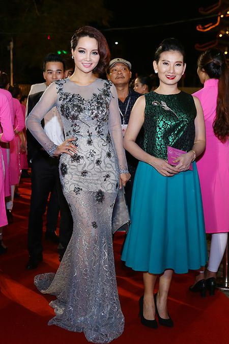 My nhan Viet khoe nhan sac tren tham do lien hoan phim - Anh 7
