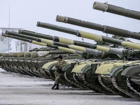 Phe li khai Ukraine to chinh phu dieu vu khi hang nang tro lai chien tuyen - Anh 1
