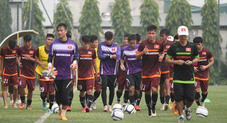 """HLV Miura cho Cong Phuong, Tuan Tai lam """"binh voi"""" trong buoi tap - Anh 12"""
