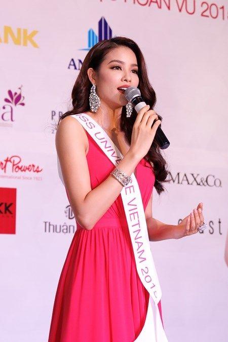 Hoa hau Pham Huong mang doa sen bang vang den Hoa hau Hoan vu - Anh 3