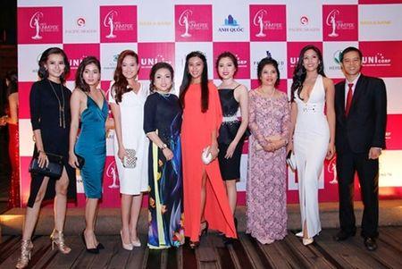 Hoa hau Pham Huong mang doa sen bang vang den Hoa hau Hoan vu - Anh 6