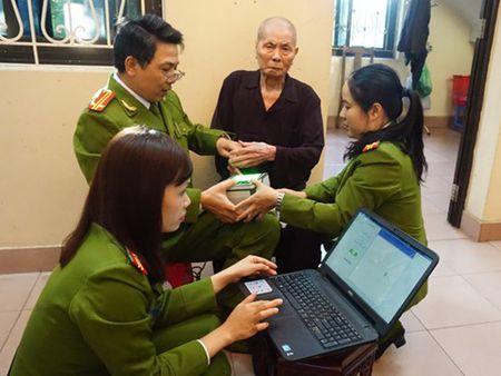 Den tan nha lam chung minh nhan dan cho cu ong 86 tuoi - Anh 1