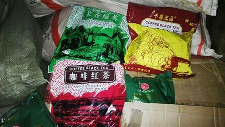Phat hien hon 3 tan phu gia, huong lieu thuc pham khong co hoa don chung tu - Anh 3