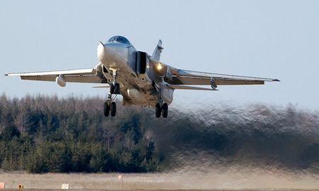 Mot truong o Nga yeu cau hoc sinh gay quy mua may bay Su-24 - Anh 1
