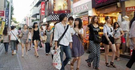 """Dan Trung Quoc """"do bo"""" sang Tokyo mua sam - Anh 1"""