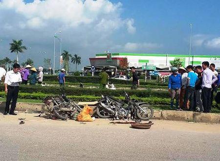 Thanh Hoa: Hai xe may doi dau khien hai nguoi thuong vong - Anh 1