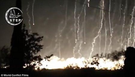 Nga bi to rai bom hoa hoc xuong khu vuc dong dan Syria - Anh 2