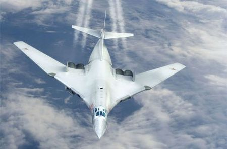 Kinh hoang truoc suc manh lam chu bau troi cua Tu-160 - Anh 10