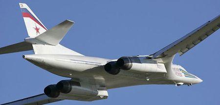 Kinh hoang truoc suc manh lam chu bau troi cua Tu-160 - Anh 11