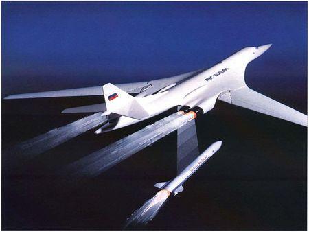 Kinh hoang truoc suc manh lam chu bau troi cua Tu-160 - Anh 13