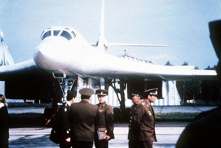 Kinh hoang truoc suc manh lam chu bau troi cua Tu-160 - Anh 14