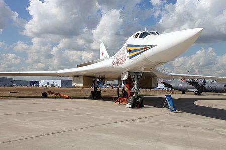 Kinh hoang truoc suc manh lam chu bau troi cua Tu-160 - Anh 16