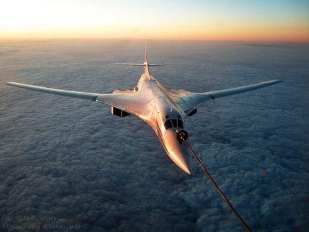 Kinh hoang truoc suc manh lam chu bau troi cua Tu-160 - Anh 1