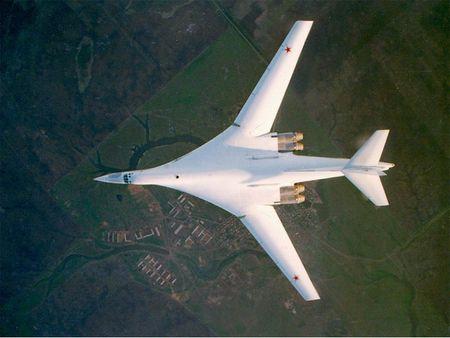 Kinh hoang truoc suc manh lam chu bau troi cua Tu-160 - Anh 3