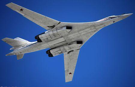 Kinh hoang truoc suc manh lam chu bau troi cua Tu-160 - Anh 5