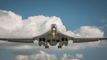 Kinh hoang truoc suc manh lam chu bau troi cua Tu-160 - Anh 6