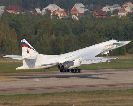 Kinh hoang truoc suc manh lam chu bau troi cua Tu-160 - Anh 7