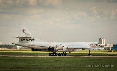 Kinh hoang truoc suc manh lam chu bau troi cua Tu-160 - Anh 9