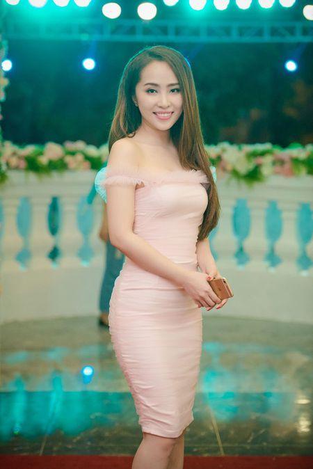 Hoang Anh an chay giu dang thi truyen hinh thuc te - Anh 12