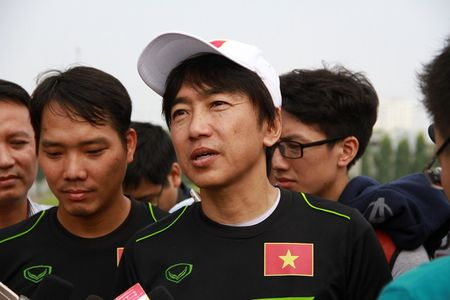"HLV Miura: ""Toi tiec vi khong the goi Que Ngoc Hai"" - Anh 1"