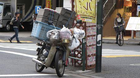 """Dan Nhat co """"cuong"""" Honda Cub nhu nguoi Viet? - Anh 2"""