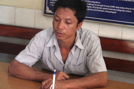 Tai xe dieu khien xe container tong thang vao mo to cua CSGT - Anh 1