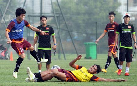 U23 Viet Nam ngay dau tap luyen: Cong Phuong lap hat-trick - Anh 1