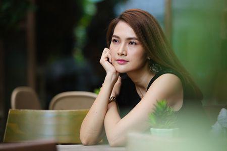 Anh Thu chon cach ung xu sau ly hon nhu Truong Ngoc Anh - Anh 1