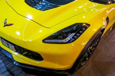 Sieu xe Corvette Z06 thu hai tai Viet Nam ra bien so trang - Anh 2