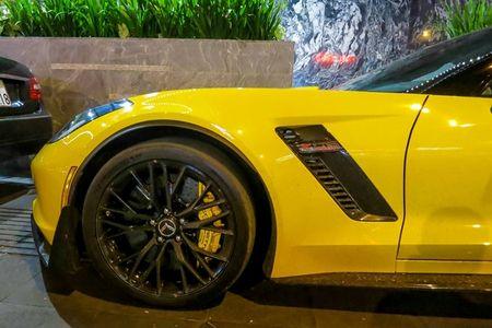 Sieu xe Corvette Z06 thu hai tai Viet Nam ra bien so trang - Anh 7
