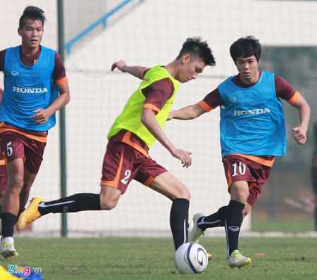 Doi truong U19 bo do buoi tap cung U23 Viet Nam - Anh 2