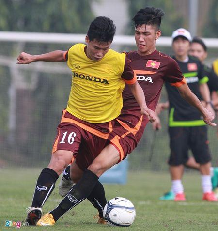 Doi truong U19 bo do buoi tap cung U23 Viet Nam - Anh 3
