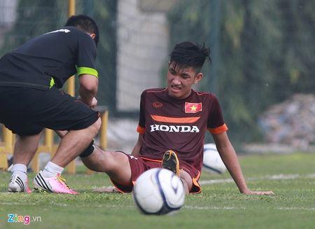 Doi truong U19 bo do buoi tap cung U23 Viet Nam - Anh 4