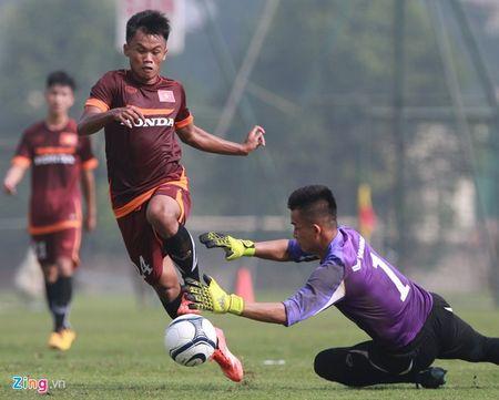 Doi truong U19 bo do buoi tap cung U23 Viet Nam - Anh 5