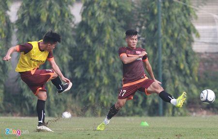 Doi truong U19 bo do buoi tap cung U23 Viet Nam - Anh 6