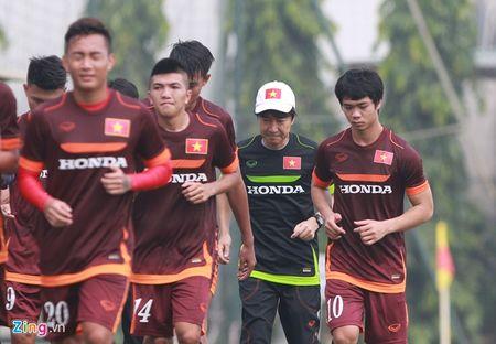 Doi truong U19 bo do buoi tap cung U23 Viet Nam - Anh 8