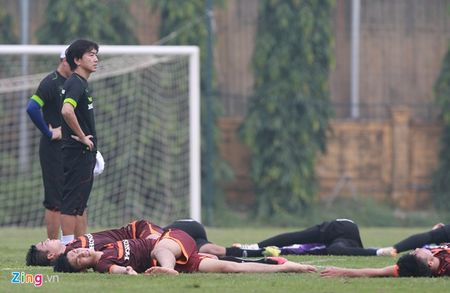 Doi truong U19 bo do buoi tap cung U23 Viet Nam - Anh 9