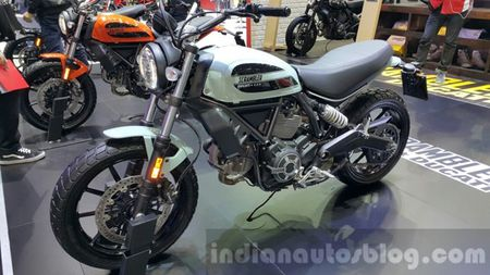 Ducati Scrambler Sixty2 den thi truong Dong Nam A - Anh 1