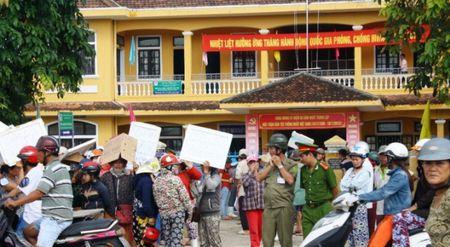 Hang tram tieu thuong vay tru so phuong phan doi di doi - Anh 1