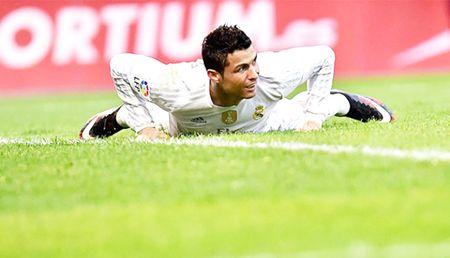 'Nghe thuat kiem phat den' cua Ronaldo - Anh 1