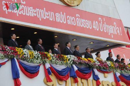 Doan dai bieu Dang ta du le mit tinh ky niem 40 nam Quoc khanh Lao - Anh 1