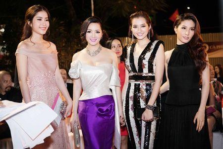 Hoa hau Giang My dien dam tim long lay tai LHP Viet Nam - Anh 10